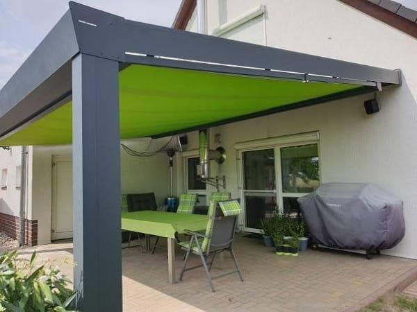 Sonnenschutz Terrassendach unter Dach montiert