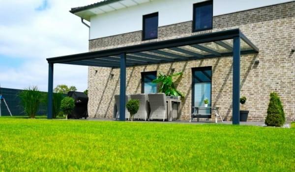 Terrassendach Glas mit drei Stützen Anthrazit