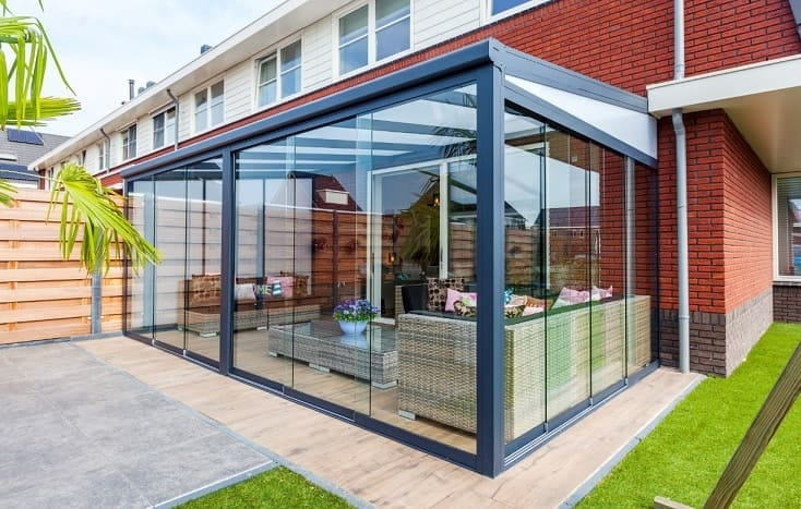 Aluminium Gartenzimmer mit Glasdach und Schiebetüren