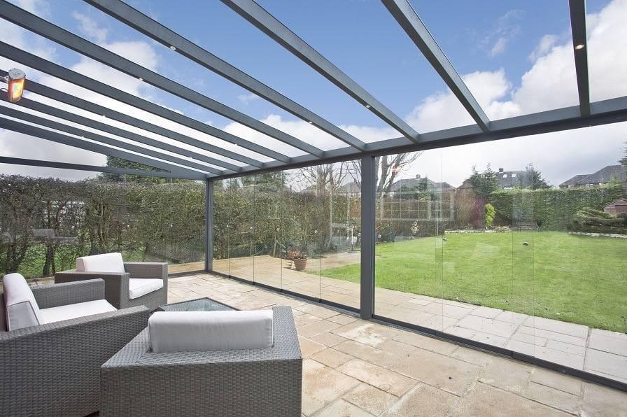 Gartenzimmer mit Aluminium Terrassendach und Ganz Glas Schiebewänden