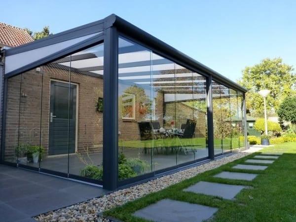 Sommegarten Polycarbonat Dach und Glasschiebewände