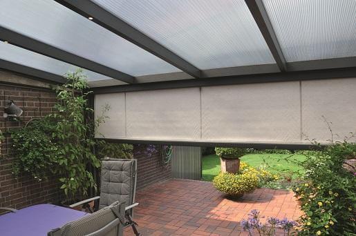 Ritz Screen an Terrassendach montiert