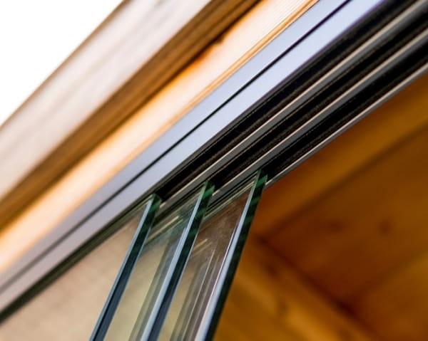 Drei Spuren Schiene Glasschiebewand