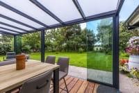 Sommergarten mit Glasfront